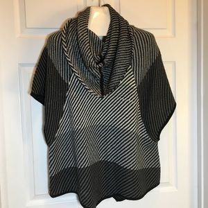 Chelsea & Theodore Poncho Sweater Size 1X